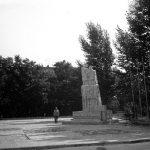 turek_1971_004_pomnik_nigdy_wiecej_wojny_519335_fotopolska-eu