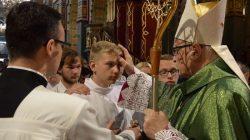 Sakramentu bierzmowania w kościele NSPJ w Turku udzielał biskup Wiesław Mering