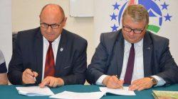PROW - Gospodarka wodno-ściekowa - podpisanie umowy z wicemarszałkiem Krzysztofem Grabowskim