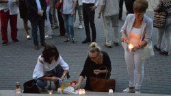 Łańcuch Światła - manifestacja pod Sądem Rejonowym w Turku