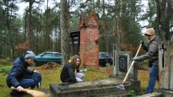 Młyny Piekarskie (gmina Dobra) - sprzątanie cmentarza ewangelickiego