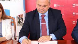 Turek. Podpisanie umowy na dofinansowanie fotowoltaiki