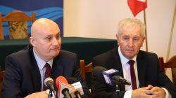 Władysławów. Wojewoda podpisał umowy z samorządami