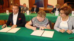 Turek. Podpisanie umów na dofinansowanie inwestycji drogowych