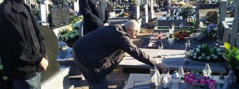 Wszystkich Świętych. Strażacy wspominają zmarłych kolegów