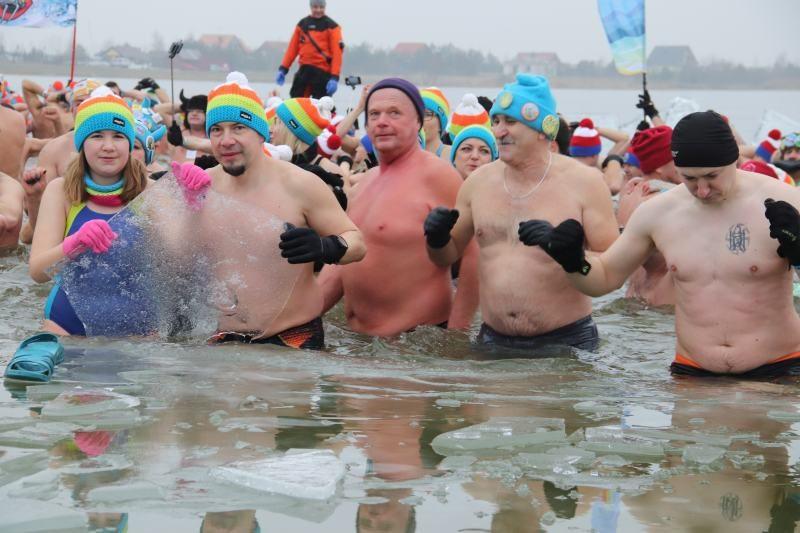 """Mają """"świra"""" na punkcie zimnych kąpieli. Inwazja Morsów w Przykonie"""