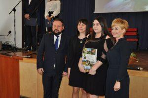 Maturzyści z ZSR Kaczki Średnie zakończyli przygodę ze szkołą średnią