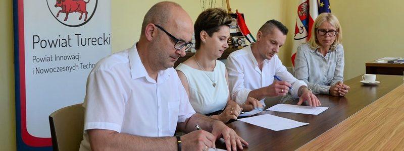 Podpisanie umowy na prowadzenie Rodzinnego Domu Dziecka