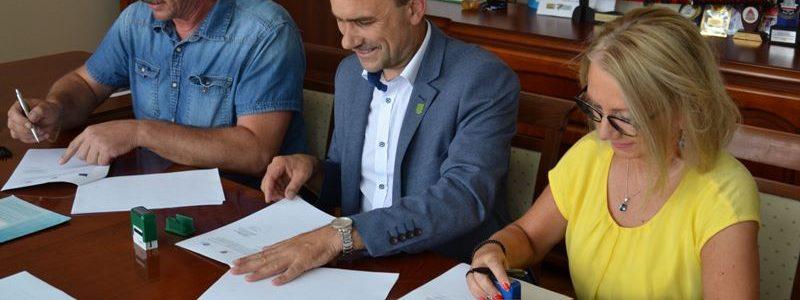 Podpisanie umowy na budowę świetlicy wiejskiej w Celestynach
