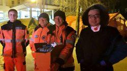 Ratownicy przed szpitalem w Turku / zrzutka