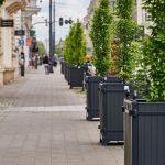 Łódź, donice z zielenią