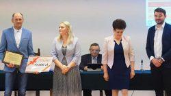 Gratulacje i czek dla OSP Wyszyna