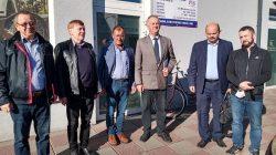 Protest rolników przed biurem poselskim Ryszarda Bartosika (PiS)