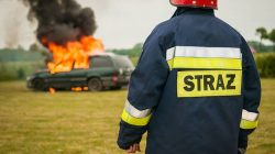 strażak, pożar samochpdu