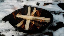 ognisko na śniegu