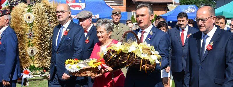 Dożynki powiatowo-gminne w Kawęczynie. Dziękowali rolnikom