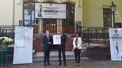 Turkowskie muzeum ponownie w gronie laureatów konkursu Izabella (za rok 2019)   od lewej: marszałek Marek Woźniak, dyrektor Bartosz Stachowiak